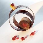 Spirales de chocolat noir et coeur coulant à la framboise